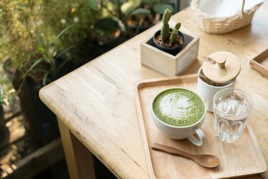Matcha latte (Té verde con leche vegetal)
