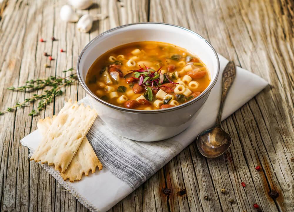 Sopa de pasta con alubias