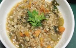 sopa de trigo sarraceno con verduras de raíz