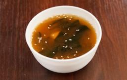 Sopa miso con alga wakame